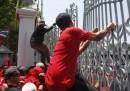 Thailandia fuori controllo, assaltato il parlamento