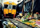 Il mercato col treno in mezzo e quello sull'acqua