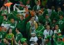 I tifosi irlandesi cantano <em data-eio=