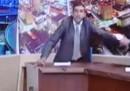 Un parlamentare giordano tira fuori una pistola in un dibattito TV