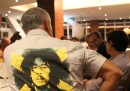 Formigoni con la camicia di Bob Marley