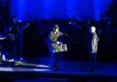John Cusack porta a Peter Gabriel uno stereo durante la canzone <em data-eio=
