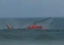 Il video dell'elicottero precipitato in acqua vicino alla spiaggia di Copacabana