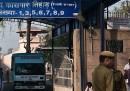 Un imputato per lo stupro di gruppo di New Delhi è stato trovato morto