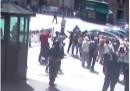 La foto di Luigi Preiti che spara ai carabinieri