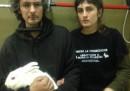 Ricercatori contro animalisti, a Milano