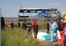Bus tifosi si ribalta su A21 nel bresciano: 1 morto, 4 feriti gravi