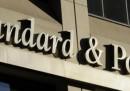 Banche, S&P declassa 18 istituti italiani: salvi Unicredit e Intesa
