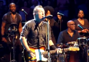 "Bruce Springsteen canta ""Don't Change"" degli INXS"