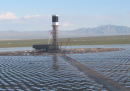 La centrale solare che uccide gli uccelli, in California