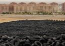 La grande discarica di pneumatici vicino a Madrid - foto