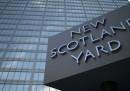 La storia assurda della donna ingannata da Scotland Yard