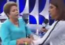 Il video di Dilma Rousseff che si sente male durante un'intervista