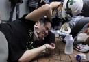 Una notte di scontri a Hong Kong
