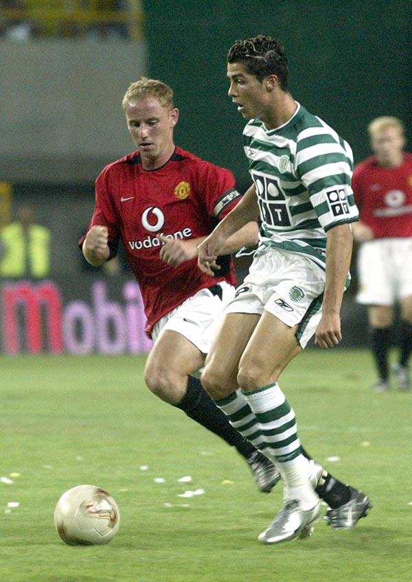 Sporting's player Cristiano Ronaldo (R)