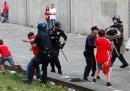 Il video del tifoso del Benfica picchiato dalla polizia