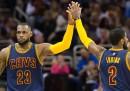 Perché i giocatori dell'NBA usano le maniche?