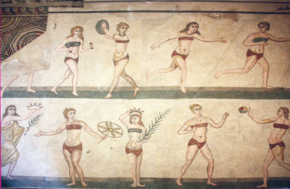 Villa_romana_bikini_girls
