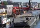 Le gru crollate sopra due case in Olanda