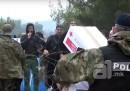Il video dei migranti che rifiutano gli aiuti della Croce Rossa