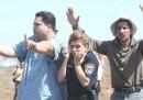 La foto di due palestinesi che proteggono una poliziotta israeliana