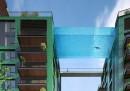 La piscina sospesa di vetro a Londra