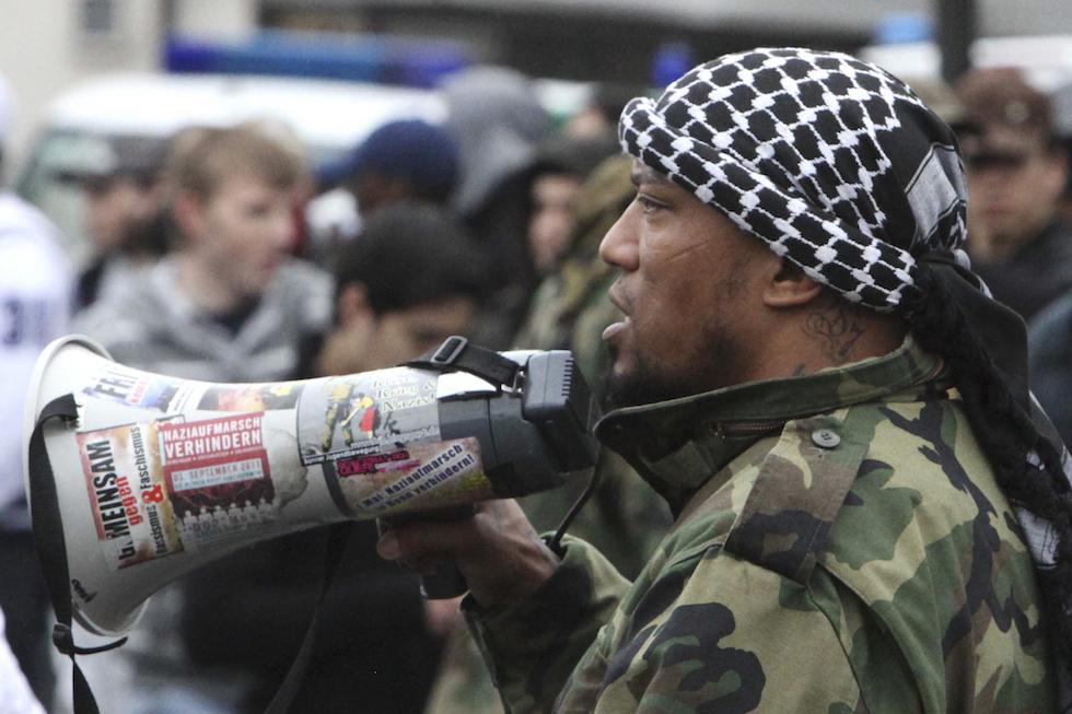 Zeitung: Bei Salafisten-Razzia beschlagnahmte Sprengstoff-Weste soll ehemaligem Rapper Deso Dogg gehoeren