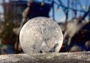 Una bolla di sapone che si ghiaccia in 10 secondi
