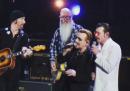 I video degli Eagles of Death Metal che suonano con gli U2 a Parigi