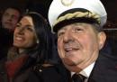 Una foto di Virginia Raggi e Giancarlo Magalli vestito da vigile urbano
