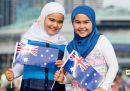 La brutta storia intorno a un manifesto dell'Australia Day con due ragazze musulmane