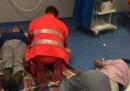 La foto dei pazienti curati per terra all'ospedale di Nola