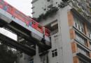 In Cina c'è una metropolitana che passa in mezzo a un palazzo, al sesto piano