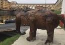 La polizia cercava un drone nell'Arno e ha trovato un elefante di bronzo