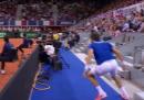 Nicolas Mahut ha fatto un contro-smash dalla tribuna (!)