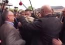 Hanno tirato un uovo in testa a Marine Le Pen