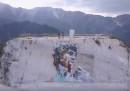 In una cava di marmo di Carrara c'è un enorme murale del David di Michelangelo