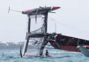 La barca di Team New Zealand si è ribaltata in Coppa America