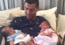 La prima foto di Cristiano Ronaldo con i due figli appena nati