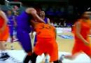 Danilo Gallinari si è rotto una mano tirando un pugno e salterà gli Europei di basket