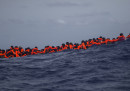 Un gommone che trasportava migranti è naufragato al largo della Libia, ci sono almeno 8 persone morte