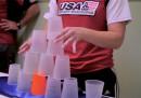 Fare piramidi di bicchieri, per sport