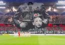La coreografia dei tifosi del Legia per l'anniversario della rivolta di Varsavia