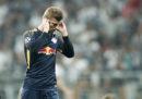 Durante Besiktas-Lipsia un calciatore è stato sostituito perché non sopportava più il rumore dei tifosi