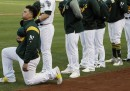 Un giocatore della massima serie di baseball si è inginocchiato durante l'inno americano