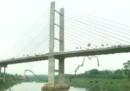 Come sono 245 persone che si buttano giù da un ponte (legate)