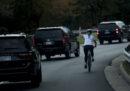 La ciclista che aveva mostrato il dito medio a Trump è stata licenziata