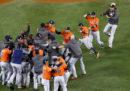 Gli Houston Astros hanno vinto le World Series, battendo i Los Angeles Dodgers in gara sette