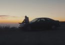 Il gran spot girato da un uomo per vendere la vecchia auto della sua fidanzata