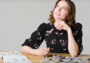 La protagonista di Star Wars risponde a un'intervista mentre monta un Millennium Falcon